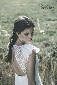Vestido de novia con mangas y de talles en organza bordada.