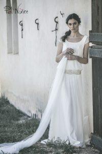 Vestido de novia de corte años veinte en tul de plumeti