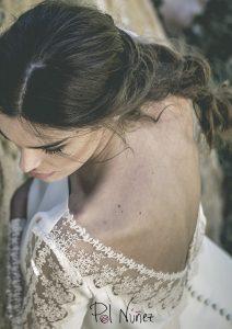 Vestido de novia en crep con detalles de tul bordado