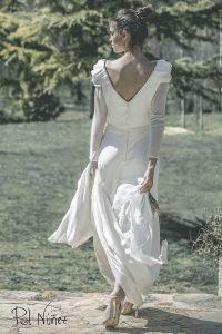 Vestido de novia en seda natural con detalles en manga y cintura
