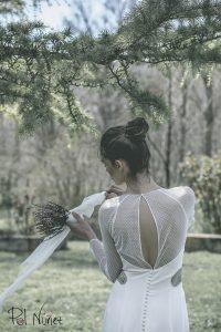 Vestido de novia enterizo con detalles en plumeti y plata