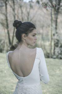 vestido de novia en crep con adornos bordados